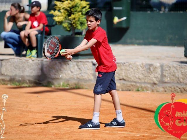 https://tenislousada.com/wp-content/uploads/2020/06/Imagem_beneficios_tenis_Hábitos_saudaveis-640x480.jpg